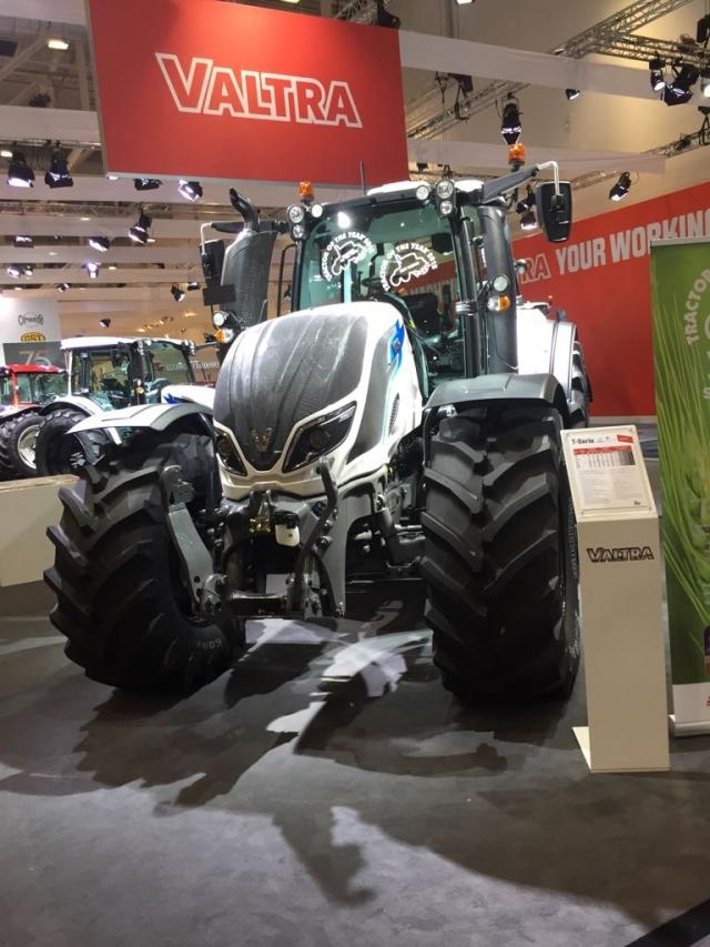 https://evers-landtechnik.de/cache/vs_Agritechnika 2017 - Valtra_2017-11-12-PHOTO-00000171-4130.jpg